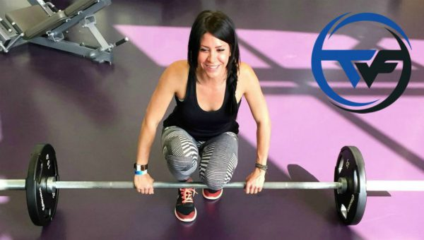 Lisa Setting Up For Deadlifts Travis Wade Fitness personal trainer Edmonton